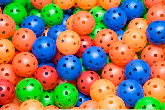Colorful Plastic Golf-Sized Plastic Balls